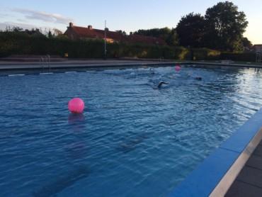 Zwembad met boei