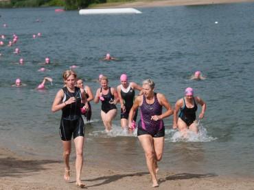 Deelneemsters komen in Beesd het water uit