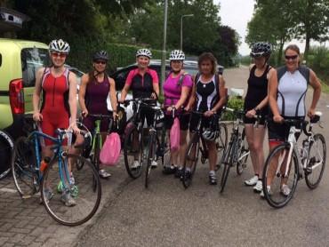 Groep fietsters op trainingsdag