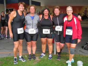 De vijf vrouwen na de finish
