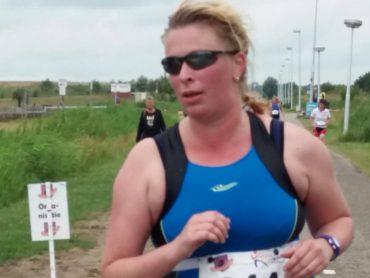 Nienke loopt hard bij de Vrouwentriathlon in Utrecht 2017