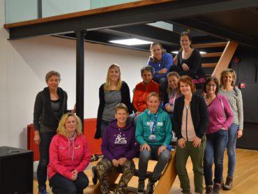 Sione en de deelnemers aan de workshop